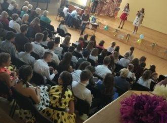 Винниківські школярі привітали педагогів із Днем вчителя